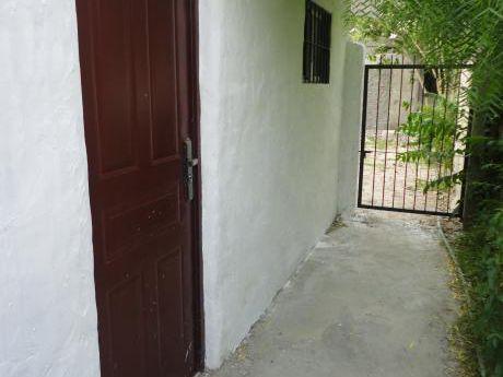 0e0ca392pp Alquiler Anual, Casa Al Fondo
