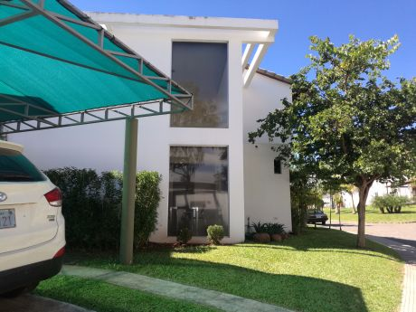 Vendo Casa Amoblada Con Piscina En Condominio Zona Aeropuerto