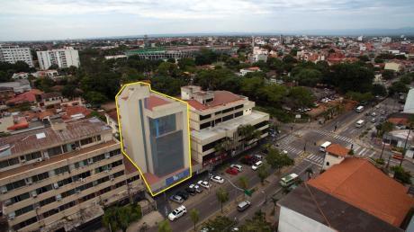 Sobre Av. Irala, Edificio En Venta