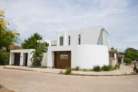 Casa Grande En Barrio Villa Fatima