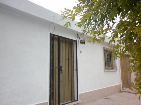 Casa En Pleno Centro De Melo Con Garaje Y árboles Frutales