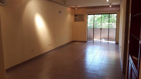 Amplio Departamento, Barrio Mburicao, Zona Chaco Boreal, 3 Dormitorios.