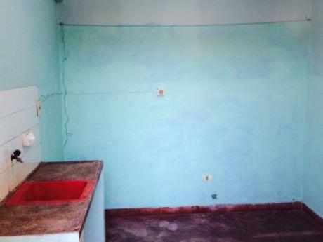 Alquilo Departamento, Ubicado En El 2do Piso, Con 4 Ambientes. Incluye Agua.