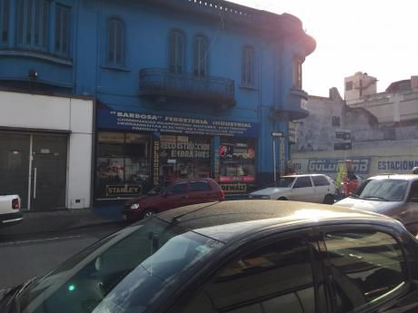 Excepcional Edificio En Esquina, En Venta Con Renta.locales Comerciales.