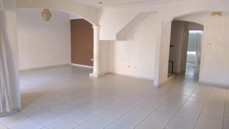 Alquilo Casa En Cond. Cerrado Z/ Roca Y Coronado