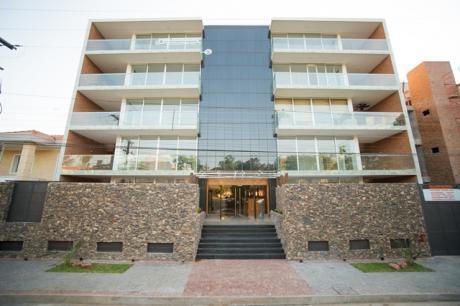 Departamento De 3 Dormitorios En Edificio Plaza Real Zona Molas Lopez