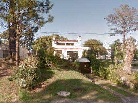 Lindo Chalet Ubicado En Zona Pinares