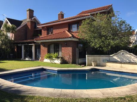 Vende Casa En Jardines De Carrasco 3 Dormitorios