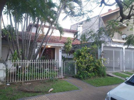 Hermosa Casa En Barrio Carmelitas – Asuncion