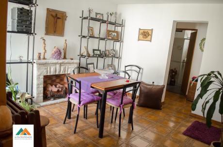 Preciosa Casa En Propiedad Horizontal, Interior, Zona Residencial Del Prado