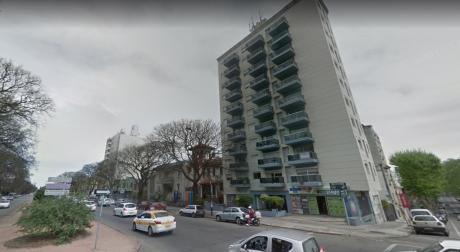 Parque Rodo.1 Dorm Al Frente Losa Radiante. $22.200 Gc Incl.piso 9 Al Frente