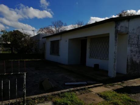 Casa A La Venta De 2 Dormitorios En Barrio Peñarol