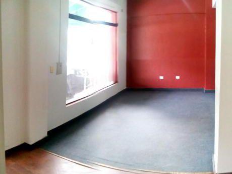 Alquilo Gran Salon Comercial De 120 M2, Sobre Julio Correa, B° Mburucuya.