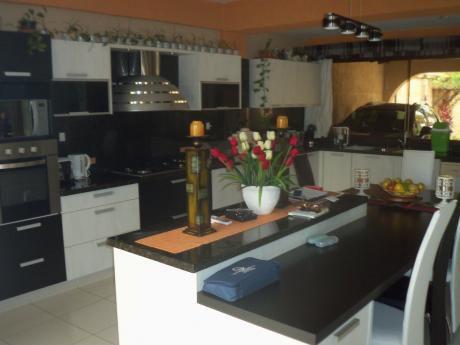 Vendo Mansion De 4 Dormitorios Zona Nuevo Super Casa Rica Molas Lopez