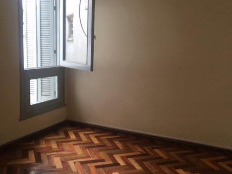 Apartamento De 2 Dormitorios, Muy Luminoso, Azotea, Por Escalera