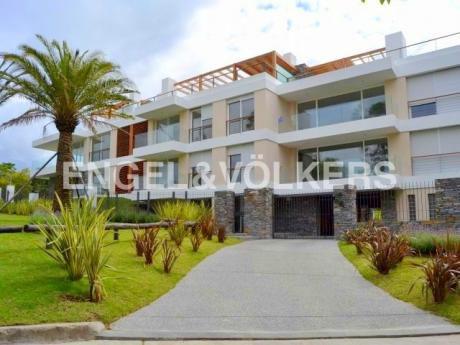 Moderno Apartamento En Carrasco De 3 Dormitorios Con Terraza Azotea  - Con Renta