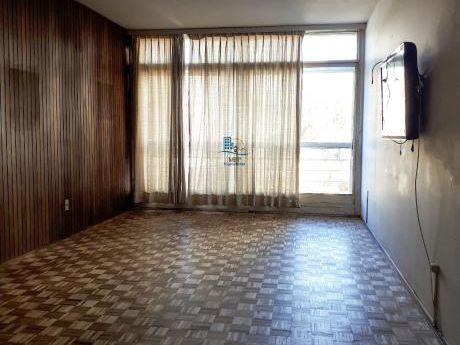 Apto De 2 Dormitorios, 2 Baños Y Garage, Pocitos