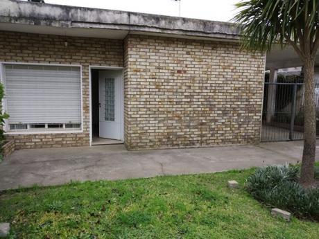 Buena Casa Con Gran Garaje Y Barbacoa En Parque De Solymar