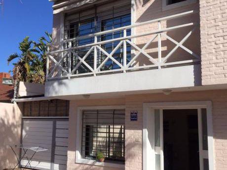 Muy Linda Casa- Ubicada En Un Complejo Cerrado De 6 Casas.