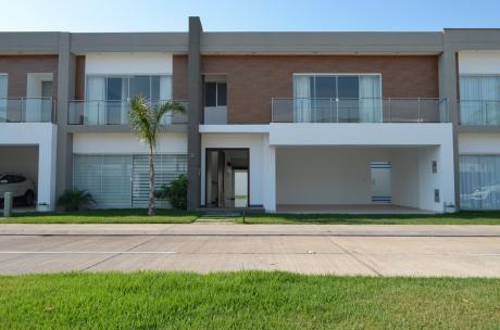 Hermosa Casa De Lujo Condominio Jardines Del Norte Iv