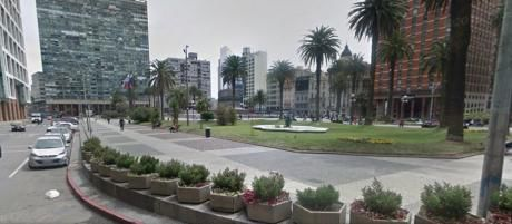 Buen Local,plaza Independencia A Mts.torre Ejecutiva