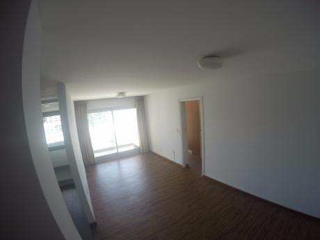 Apartamento En Alquiler En Torres Nauticas 2 Dormitorios Con Garage
