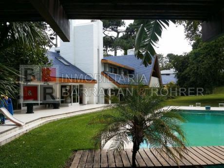 Lujoso Chalet En El Mejor Lugar De Punta Del Este..