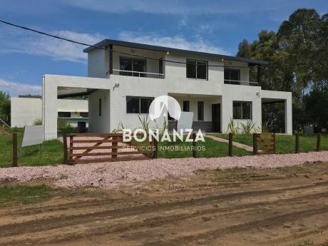 Casa En Venta, Piriápolis, Punta Colorada, A 300 Metros De La Playa