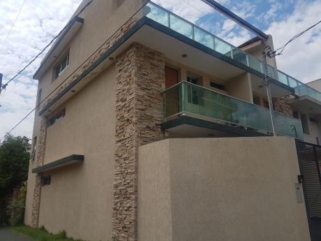 Vendo Triplex Bo.san Jorge ( Zona Colegio Goethe)