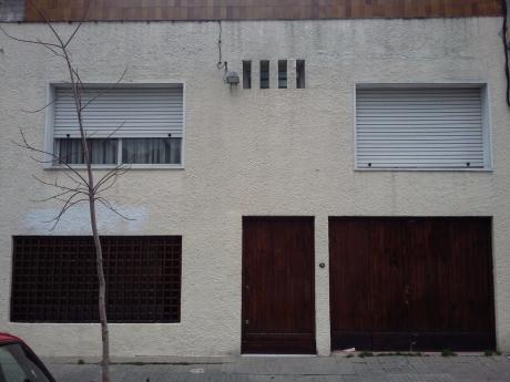 Casa 4 Dormitorios En 2 Plantas. A Pasos Del Parque Rodo