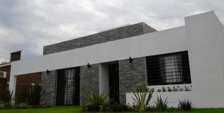 Venta Casa A Estrenar Pinamar 2 Dormitorios 170000