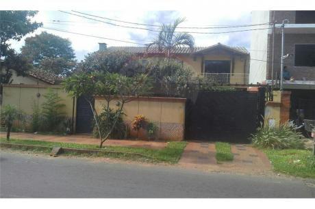 Amplia Casa En Luque En Cuarto Barrio Con 4 Dormit