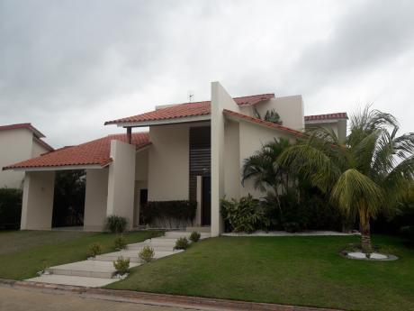 Bella Casa  Colinas Del Urubo