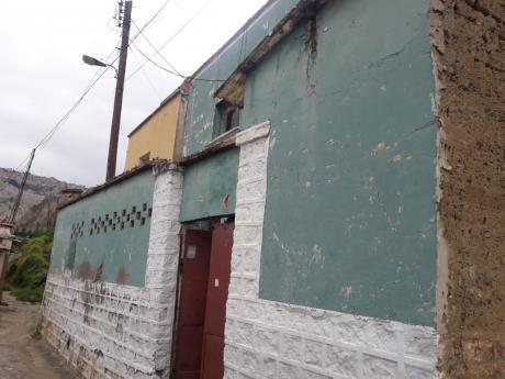Calle 1 De Obrajes A 1 Cuadra Y Media De La Universidad Catolica