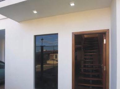Se Vende Casa De 360 M2. En Lambaré, Zona Hospital Del Corazón