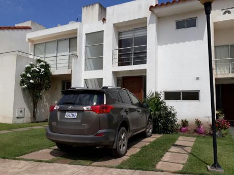 Hermosa Y Amplia Casa De 2 Plantas En Condominio Z/norte