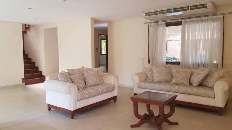 Residencia En Condominio De 4 Dormitorios