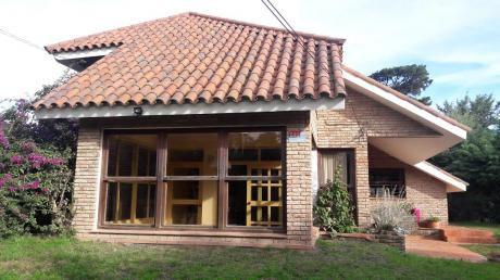 Se Vende Estupenda Casa De 4 Dormitorios Y Piscina En Lomas De Solymar