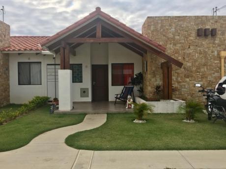 Linda Casa Con Amplio Terreno De 315 M2, En $us 127.000