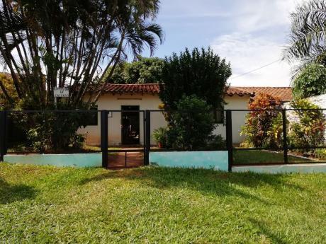 Fernando De La Mora / Zona Sur - Casa De 3 Dormitorios