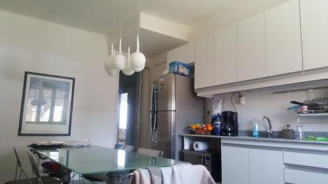 Casa Duplex Al Frente  Terraza 3 Dorm.  2 Baños Opcion Cochera