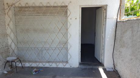 Casa A La Venta En Zona Camino Carrasco 2 Dormitorios
