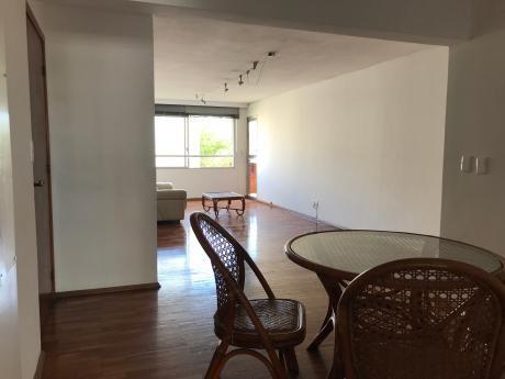 Excelente Apartamento, Const. Lamaro, Próximo Rambla.