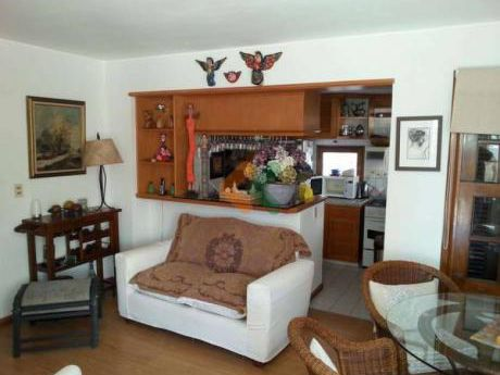 Apartamento A 2 Cuadras De La Playa Y A Una De La Calle Gorlero - Ref: 1131