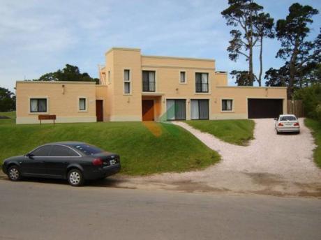 Casa En Zona Golf Con Estufa A Leña. - Ref: 165