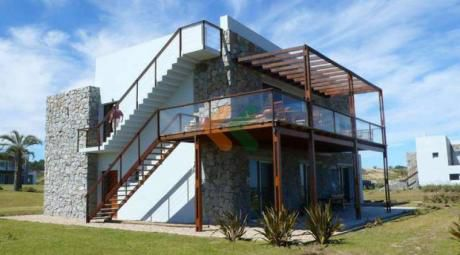 Espectacular Casa En Manantiales, A Metros De La Playa. Moderna Y Luminosa - Ref: 352