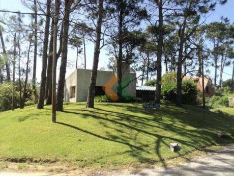 Retasada Casa En Pinares,a 2 Cuadras Del Mar  - Ref: 354