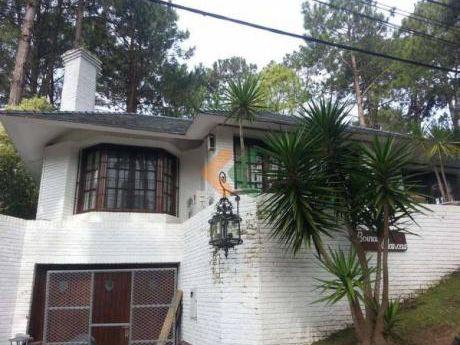 Casa En Zona Lugano, De 3 Dormitorios Con Espacioso Jardin Con Barbacoa.  - Ref: 389