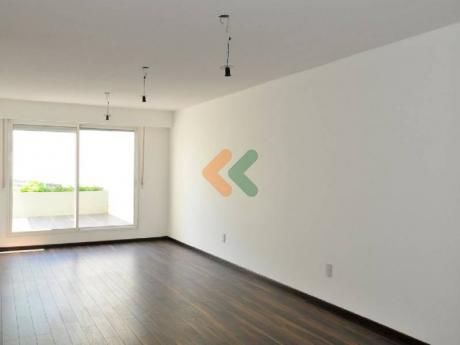 Apartamento Amplio De 2 Dormitorios - Ref: 4916