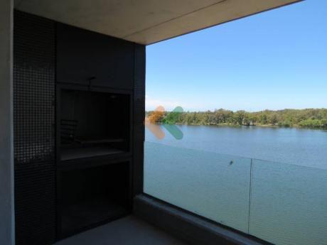 Apartamento En Alquiler Con Excelentes Vistas Al Lago - Ref: 4983